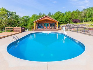 Big Woods- Sleeps 16, Next to Marina, Next to Pool, Roaring River & Table Rock