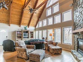 Celtic Mist ~3bd/2ba Cedar Sided Mountain Home, Hot Tub, Pool Table, Views