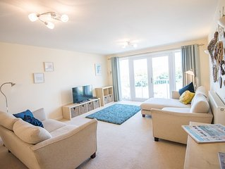 Gorgeous spotless modern 2 bed, 2 bath flat, sea views, local pubs, great walks.