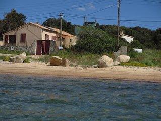 maison au bord de l'eau dans le golfe de santa Manza a 6 km de Bonifacio et