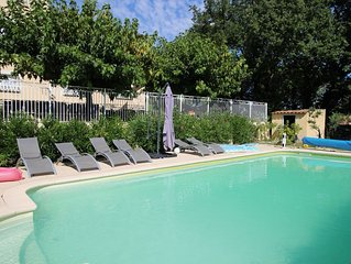 6-bedroom house with heated pool and superb views in the Apt hills in the Lubero