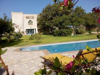villa de charme avec piscine privée et vue exceptionnelle, à la campagne,