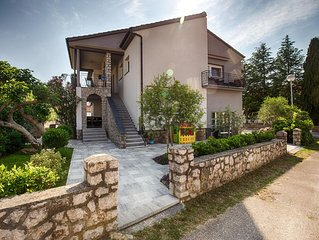 KRK STADT!!! 200m PROMENADE!!Romantic house ,with  small pool...
