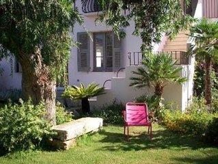 Maison de charme au coeur de Saint-Florent, beau jardin, parking & Wifi gratuit.