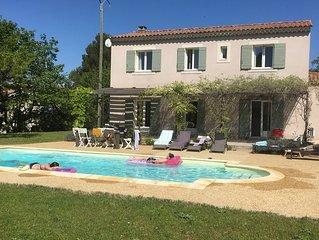 Belle maison moderne avec piscine et jardin à 10km de Vaison-la-Romaine