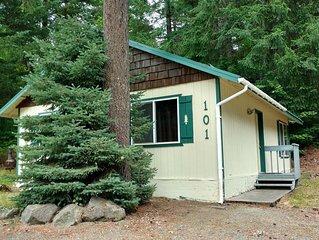 Beautiful Northwest Lodging - Hall Creek Cabin (Affordable Ski Cabin)