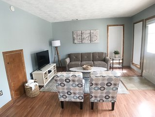 Waterfront One Bedroom, w/full Kitchen in Downtown Saugatuck