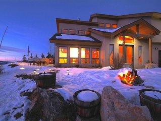 Luxury Chalet w/ 360° Views, Jacuzzi. Near Summit County Ski, Fly Fishing
