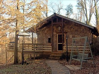 Rockhouse Cottage w/Hot Tub, Private, 5 min to Dahlonega Square, Playground