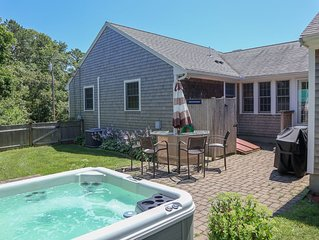 Outdoor Living Space to Spare, Walk to Beach, Hot Tub. 082-H