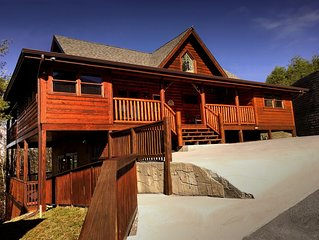 Bear Haven boasts an Enormous 4 BR Cabin Getaway Close to every Attraction