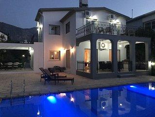 Luxury Villa w/Private Overflow Pool-Panoramic Sea Views/Mountain Views To Rear