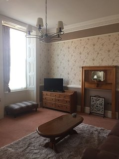 WHITBY TOWN CENTRE SPACIOUS APARTMENT WITH PARKING.