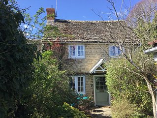 Picture postcard Cotswold cottage in the attractive market town of Lechlade