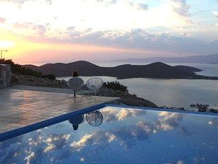 Moderne villa met prive infinity zwembad en adembenemend zicht
