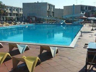 Con grande piscina e si trova in posizione baricentrica della Sicilia Oriental