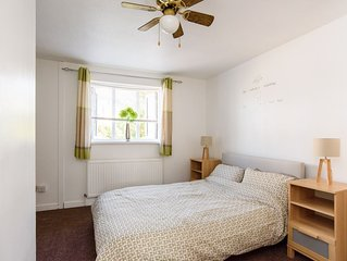 Modern 2 Bed House with Garden & 2 Private Parking Spaces 8 Mins from Stadium