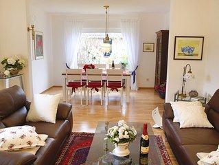 Exklusiv und geschmackvoll eingerichtete Ferienwohnung in ruhiger Lage.(wlan)