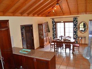 Villa mit großem Garten und traumhaftem Ausblick über das Aridanetal