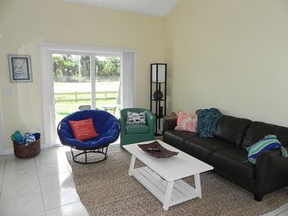 Island Townhouse North Hutchinson Island  -Walk to Beach-Sleeps 5 - Dog friendly