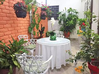 Beautiful & Spacious Terrace Room w/a Garden
