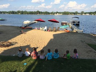 Amazing family-friendly lake home just 2 hrs from chicago and great for ND games