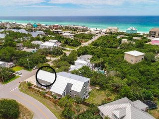 Modern Studio Apartment., Sleeps 4, Steps to the Beach!