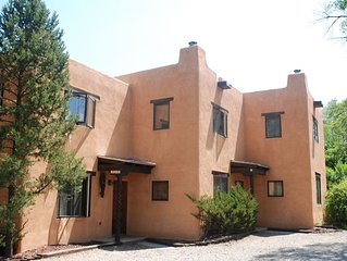 Camino Bee - 10 minute walk to the Taos Plaza