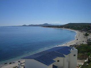 Beachfront Villa, walk to town, amazing views & safe swimmable beach. - 2 Bdrm