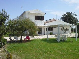 Casa in campagna a 2,5 km dal mare, accogliente e rilassante. Wi Fi disponibile