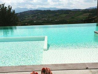 Villa, già residenza padronale, sulle colline marchigiane ideale per rilassarsi