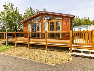 Stunning Lodge with decking at Manor park, Hunstanton in Norfolk ref 23031