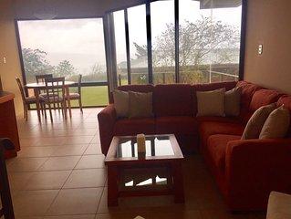 Casa moderna con espléndidas vistas del lago y volcán Arenal
