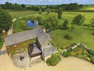 The Cotswold Manor Hall, Exclusive Hot Tub, Games Barn, 70 acres of Parkland