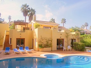 Villa, Well Placed For Big Families That Like Tennis And Golf. Central Location