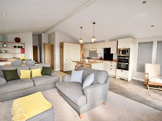 Superb Ryde Two Bed Lodge with breath-taking views, sleeps 4