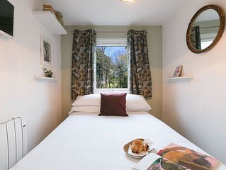 The Poet's Cottage - dog friendly & free parking