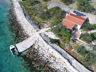 Comfortable Cottage in Pašman with Terrace