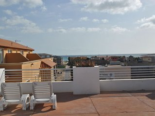 Center apartment and close to the beautiful beach of Estoril!