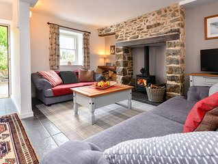 Sympathetically renovated and decorated Welsh cottage located in Bwlchtocyn, ide