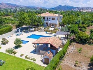 Villa Xenios Dias: Large Private Pool, Walk to Beach, Sea Views, A/C, WiFi