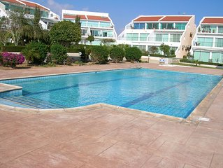 Luxury top floor apartment with wifi and swimming pool, near the sea
