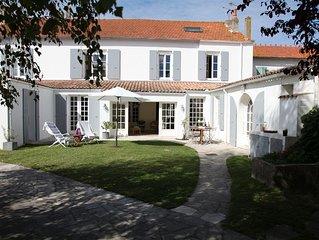 Grande maison de village avec piscine, proximité immédiate plages et commerces