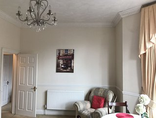 Wsm.Lovely large sunny apartment with sea views.Close to beach and amenities.