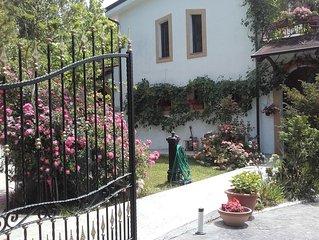 Casa con giardino in villa