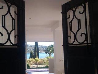 Villa pieds dans l eau Vue mer Piscine dans domaine prive Cap Benat