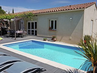 Beautiful, single storey villa with air conditioning, private pool and fenced ga