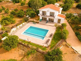 Villa Adonis: Large Private Pool, Walk to Beach, Sea Views, A/C, WiFi