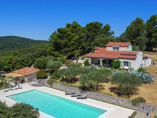 Quaint Villa in Pignans with Swimming Pool