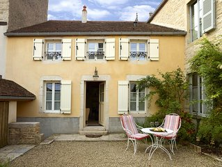 Chez Hall, La Petite Maison 17th c charmimg Cottage, Meursault village, sleeps 2